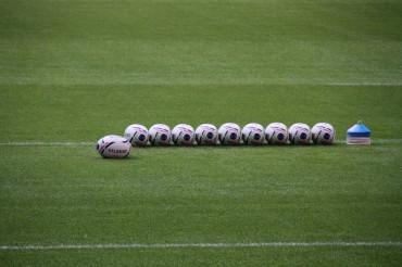 Bezkontaktowe rugby na boisku