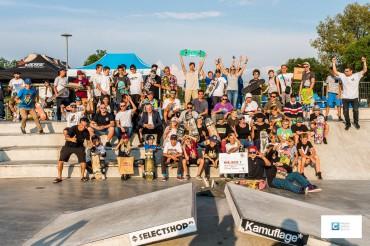 Międzynarodowe towarzystwo na Skateparku