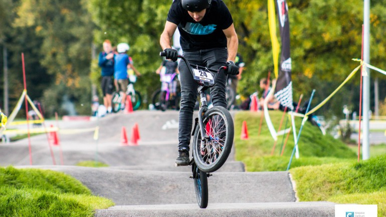 Zawody rowerowe oraz hulajnogowe PUMPTRACK