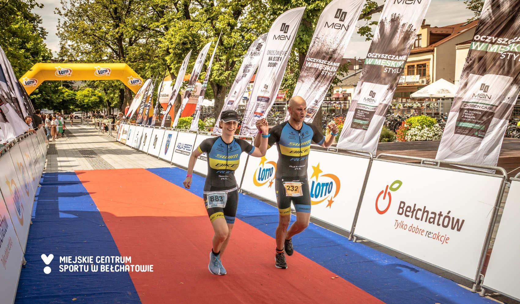 Finiszujący zawodnicy podczas LOTTO Triathlon Energy Bełchatów