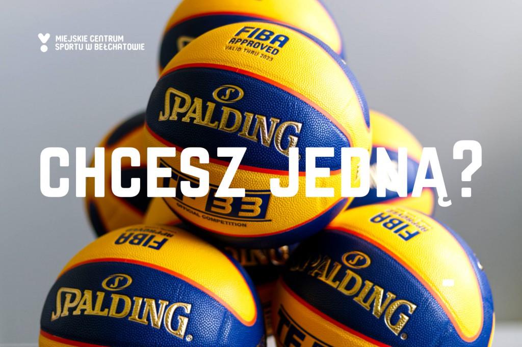 """grafika przedstawia kilka piłek marki Spalding do koszykówki ulicznej 3x3, które będą służyć do rozgrywek w trakcie imprezy sportowej pn. """"Streetball Bełchatów 2021"""" i jako nagrody dla zawodniczek, zawodników i publiczności. Widnieje na grafice napis: """"Chcesz jedną?"""""""