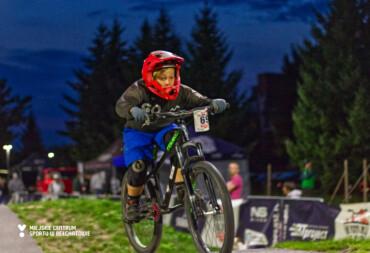 Pumptrack opanowali fani jazdy na hulajnogach i rowerach. To była runda pełna sportowych emocji